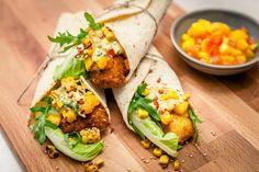Fish taco-wraps med rostad majs och mangosalsa