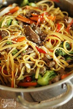 This Quick & Easy Beef Noodle Stir Fry can be made in just 20 minutes! Tender beef, fresh veggies, and noodles tossed together in a delicious savory sauce. This beef noodle stir fry can be made in und Beef Dishes, Pasta Dishes, Food Dishes, Main Dishes, Meat Dish, Stir Fry Recipes, Beef Recipes, Cooking Recipes, Healthy Recipes
