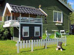 DIY dog houses- des res for Odin.