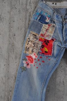 Vintage, recycled, patchwork Levi Boyfriend jeans that look ist amazing after being given a new lease on life! Denim Jeans, Denim Jacke, Patched Jeans, Jeans Button, Jeans Pants, Holey Jeans, Vintage Jeans, Boyfriend Jeans, Tom Tailor Jeans