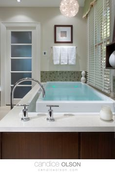 Modern Bathroom Design • Infinity Edge Soaker Tub • Quartz Bathtub Deck • Frosted Bathroom Door • #candiceolson #candiceolsondesign Bathroom Doors, Bathrooms, Candice Olson, Soaker Tub, Modern Bathroom Design, Bath Remodel, Glass Panels, Creative Design, Openness