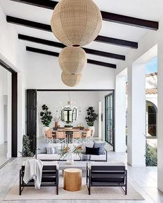 Our Hearts Just Skipped A Beat Upon Seeing This Majestic California Home Inside A Modern Family Home In La Quinta California Mydomaine California Room, California Homes, California Fashion, California Style, Patio Interior, Home Interior, Modern Family, Home And Family, Patio Design