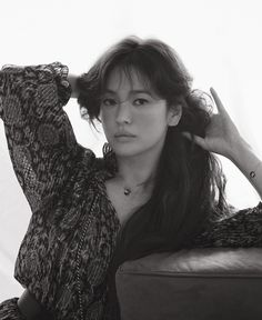 The breathtakingly beautiful actress and friend of the Maison Song Hye-Kyo gracefully wears our new Jeux de Liens Harmony matching pendant and bracelet in ELLE Singapore's latest cover story. Photo Credit - ELLE Singapore and photographer Hong Jang Hyun Dancing Baby, High Fashion Looks, Song Hye Kyo, Cute Eyes, Old Actress, Radiant Skin, Korean Celebrities, Actor Model, Korean Actresses