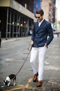 Blue blazer, white trousers and brown shoes Dapper Gentleman, Gentleman Style, Mode Masculine, Sharp Dressed Man, Well Dressed, Style Costume Homme, White Trousers, Herren Outfit, Mens Fashion Suits