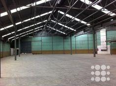 REF. P1125 - Nave industrial ubicada en Martorelles con una superficie total de 1.950 m².   Cubierta Sandwich, oficinas, vestuarios y aseos acondicionados.   Se caracteriza por su buena ubicación.  Acceso directo a la Autopista C-33, Autovía C-17