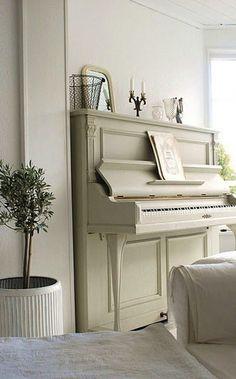 пианино белое