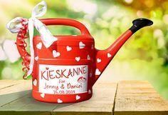 "Money gifts - money gift ""Kieskanne"" for wedding - in red - a designer piece . - Money gifts – Money gift ""Kieskanne"" for the wedding – in red – a designer piece by inspierin - Diy Birthday, Birthday Gifts, Diy Gifts, Handmade Gifts, Gift Table, Little Gifts, Wedding Gifts, Red Wedding, Pom Poms"