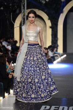 Pakistani wedding lehenga choli dresses by zara shajahan Asian Bridal Wear, Indian Bridal Fashion, Pakistani Wedding Dresses, Pakistani Outfits, Indian Dresses, Asian Fashion, Indian Outfits, Pakistani Clothing, Women's Dresses