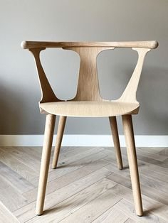 Perfect danish design by &tradition in oak finish. Would make a show stopping addition to any home. Table And Chairs, Dining Chairs, Dining Room, Single Chair, Danish Design, My Images, Scandinavian, Woodworking, Flooring
