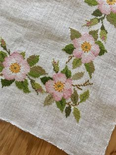 Nice embroidered canvas with apple flowers, cross stitch, Clara Weaver on – Leonor de Ica – Join the world of pin Cross Stitch Pillow, Cross Stitch Tree, Cross Stitch Borders, Cross Stitch Kits, Cross Stitch Designs, Cross Stitching, Cross Stitch Patterns, Cross Stitch Embroidery, Embroidery Patterns