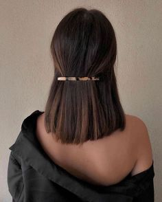 sleek short hair Best Picture For beauty art For Your Taste You are looking for something, and it is Hair Inspo, Hair Inspiration, Medium Hair Styles, Curly Hair Styles, Hair Medium, Medium Straight Hair, Half Up Half Down Short Hair, Medium Long, Grunge Hair