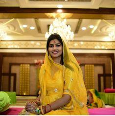 Rajasthani Bride, Rajasthani Dress, Pre Wedding Shoot Ideas, Indian Wedding Photography Poses, Rajputi Dress, Bridal Photoshoot, Bollywood Stars, Indian Dresses, Star Fashion