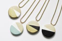 Kette mit rundem Holz-Anhänger, geometrisches Design // necklace with wooden dip-dye pendant via DaWanda.com