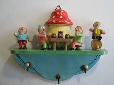 Wendt & Kühn Wooden Figurines, Wooden Dolls, Wendt Kühn, Wooden People, German Folk, Mushroom Art, Postcard Art, Clothespin Dolls, Good Find