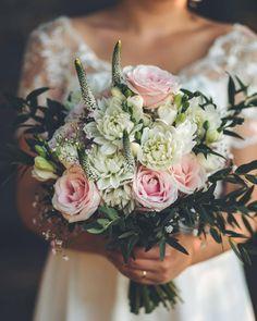 8 vind-ik-leuks, 0 opmerkingen - Aranzmany (@aranzmany.sk) op Instagram: 'Summer wedding bouquet . . . #weddingbouquet #bridalbouquet #weddingfloral #weddinginspiration…' Summer Wedding Bouquets, Floral Wedding, Instagram Summer, Veronica, Wedding Inspiration, Crown, Corona, Crowns, Crown Royal Bags