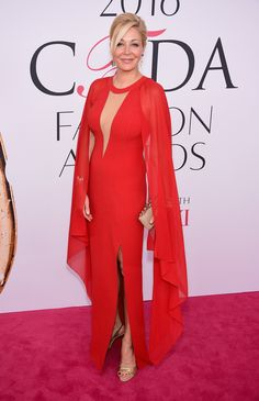 I love Nadia Swarovki's deep-v balanced with the shoulder-squaring-and-beautifully-flowing sleeves and her thigh-high split. A very balanced and well-chosen gown for the event.