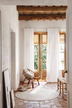 Madeira Natural, Basement Inspiration, Barcelona, Style Minimaliste, Interior Decorating, Interior Design, Cozy Corner, Scandinavian Home, Mediterranean Style