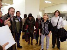 Visita de los miembros de la Comisión Técnica de la Biblioteca de la Universidad de Zaragoza a la nueva Biblioteca de la Facultad de Educación, guiados por su directora, Pilar Arbe. Zaragoza, 17 de diciembre de 2015.