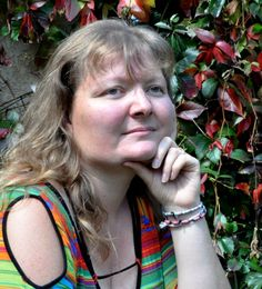 """Karine Carville : auteure, enfin plutôt écriveronne, au sein de cette équipe.  On dit que je suis une auteure """"touche-à-tout"""" car j'aime explorer différents univers et y placer des personnages touchants, surprenants, effrayants ou carrément fous...  J'affirme haut et fort être un auteur de roman populaire qui veut juste partager avec ses lecteurs son plaisir de raconter des histoires. Explorer, Dream Team, Roman, I Want You, Scary, Breast, Popular, Universe, Characters"""