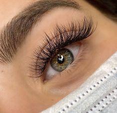 Natural Fake Eyelashes, Perfect Eyelashes, Fake Lashes, Best Lashes, Eyelash Extensions Styles, Volume Lash Extensions, Natural Looking Eyelash Extensions, Mircoblading Eyebrows, Pretty Brown Eyes