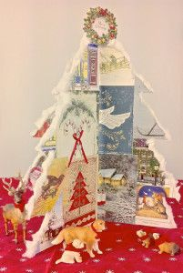 Here's a cute project to make with repurposed Holiday Cards. Now that the Holiday greetings are starting to roll in you'll have plenty of materials to create this Repurposed Holiday Card Tree from. Family Christmas Cards, Christmas Paper Crafts, Old Christmas, Christmas Gift Tags, Holiday Crafts, Vintage Christmas, Christmas Ideas, Family Holiday, Holiday Ideas