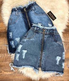 Saia Jeans que a gente AMA! 😍 • R$59,90 😱✨ Até às 18h, VEM! . ✈️ Enviamos para todo o Brasil www.espvalentina.com.br Agora estamos em três… Teen Fashion Outfits, Trendy Outfits, Love Fashion, Womens Fashion, Fashion Trends, Diy Vetement, Cute Summer Outfits, Skirt Outfits, Rock