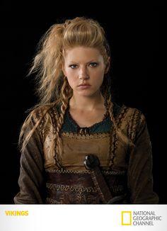 "Katheryn Winnick é ""Lagertha"". Vikings. Segundas, 22h15. #Vikings  www.natgeo.com.br/vikings"