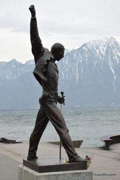 "Statue de Freddie Mercury à Montreux, Suisse. He fell in love with Montreux and Lake Geneva and decided to settle here. He said, among other things, ""If you want peace of soul, come to Montreux."" To commemorate his time in Montreux, a bronze statue was placed by the waterfront in 1996. (V)"
