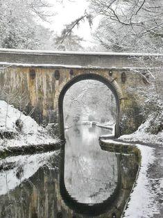 Canale ponte innevato Shropshire Union Canal Staffordshire Inghilterra Cerca con Google