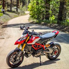 Ducati Superbike, Ducati Hypermotard, Ducati Motorcycles, Motogp, Cars And Motorcycles, Cbr 250 Rr, Futuristic Motorcycle, Motorcycle Photography, Cafe Racer