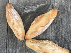 Backen mit Christina … | Einfache Salzweckerl Cooking Bread, Bread Baking, Hot Dog Buns, Bread Recipes, Vegetarian Recipes, Bakery, Brunch, Rolls, Food And Drink