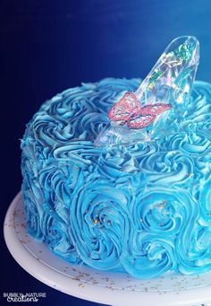 Cinderella Cake with Glass Slipper. Easy cake decorating technique for a… Pretty Cakes, Cute Cakes, Beautiful Cakes, Amazing Cakes, Easy Cake Decorating, Cake Decorating Techniques, Cinderella Birthday, Cinderella Cakes, Disney Cakes