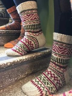 Knitted Slippers, Knitting Socks, Mittens, Diy And Crafts, Weaving, Cozy, Crochet, Handmade