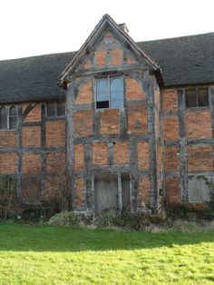 vwcampervan-aldridge: Tudor Barn, needing restoration, Middleton Hall, Warwickshire, England Omg I wang to restore this! Ancient Buildings, Old Buildings, Abandoned Buildings, Abandoned Places, Abandoned Castles, Haunted Places, Abandoned Mansions, Tudor House, Ivy House