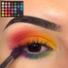 Bunte Augen Make-up Tutorials! - Dress Models - Looks faces Colorful Eye Makeup Tutorials! Creative Eye Makeup, Colorful Eye Makeup, Blue Eye Makeup, Colorful Eyeshadow, Maybelline Eyeshadow, Eyeshadow Makeup, Make Up Tutorials, Halloween Eye Makeup, Scary Halloween