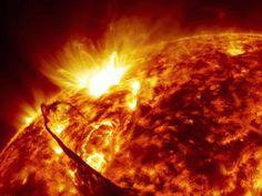 Leva 40 mil anos para que um fóton vá do núcleo do sol até sua superfície, mas apenas 8 minutos para que ele chegue até a Terra. Source: Reddit/Bkaps - NASA Goddard on YouTube