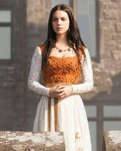 Beautiful gown and hair beads ♥ #Reign