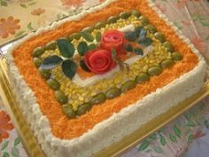 Torta salgada decorada flores de tomate