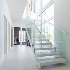 White Grado KIDE stairs in Finnish home. One Room Apartment, Interior And Exterior, Interior Design, Modern Stairs, Stair Steps, Stair Storage, House Rooms, Stairways, Living Spaces