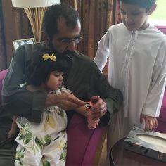 Mohammed bin Rashid bin Saeed Al Maktoum con sus nietos: Fatima bint Mohammed y Hamad bin Mohammed bin Hamad Al Sharqi, 16/11/2015. Vía: latifa.mrm