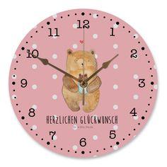 30 cm Wanduhr Bär mit Baby aus MDF  Weiß - Das Original von Mr. & Mrs. Panda.  Diese wunderschöne Uhr von  Mr. & Mrs. Panda wird liebeveoll in unserem Hause bedruckt und an sie versendet. Sie ist das perfekte Geschenk für kleine und große Kinder, Weltenbummler und Naturliebhaber. Sie hat eine Grösse von 30 cm und ein absolut LAUTLOSES Uhrwerk.    Über unser Motiv Bär mit Baby  Der Bär mit seinem Baby ist das perfekte Motiv für einen kleinen Täufling oder frischgebackene Eltern. Wie alle…