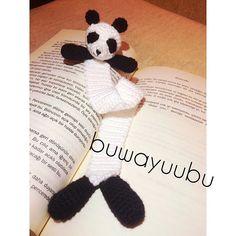 Ohhh rahatım yerinde kitabıma kavuştum diyorrr 🐼❣ #amigurimi #amigurimicrochet #amigurimilove #amigurimipanda #panda #panda🐼 #pandalove #handmade #handcrochet #crochet #bookmark #bookmarks #dıy #diy #elişi #tığişi #kitap #kitapayracı #book #ayraç #mark #black #white