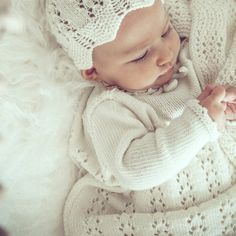 STELLA bonnet - Van Beren baby bonnet handknitted with love