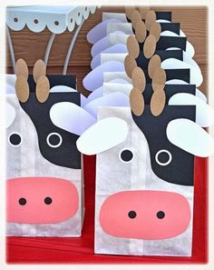 party favor bags: Inside were farm animal crackers, 'cow pies' (chocolate covered raisins), Cow Tales, and a farm puzzle--except pigs! Farm Animal Party, Farm Animal Birthday, Barnyard Party, Farm Birthday, Farm Party, Farm Themed Party, Rodeo Birthday, Cow Birthday Parties, Birthday Ideas