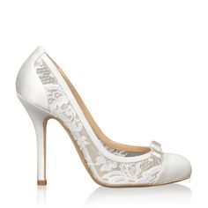 These stunning designer wedding shoes by Oscar de la Renta exude fashion and romance. The delicate structured lace is ultra feminine.
