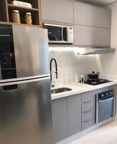 Compact and functional kitchen in gray and white, ameiii! Lofts, Kitchen Cabinets, Kitchen Appliances, Kitchens, Functional Kitchen, Modern Kitchen Design, Kitchen Furniture, New Kitchen, Grey And White