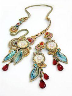 Dori Csengri's necklace