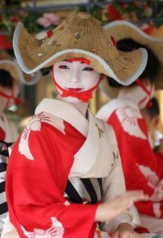 Maiko Japanese Geisha, Japanese Beauty, Japanese Girl, Asian Beauty, Samurai, Kobe Japan, Japanese Festival, Oriental Fashion, Japanese Outfits