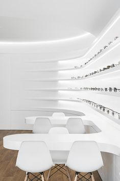 Image 15 of 34 from gallery of Optical Pitães / Tsou Arquitectos. Photograph by Ivo Tavares Studio Pharmacy Design, Retail Design, Interior Rendering, Shop Interior Design, Honey Store, L Office, Eyewear Shop, Futuristic Interior, Optical Shop