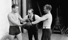 Two men boxing with referee about to start the fight - vintage black and white Best Hobbies For Men, Easy Hobbies, Hobbies For Adults, Popular Hobbies, Hobbies To Try, Hobbies And Interests, Christmas Gifts For Girlfriend, Presents For Her, Man Images